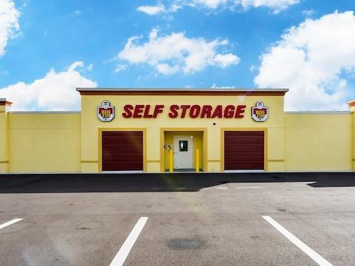 entrance of self storage facility in Ruskin, Fl